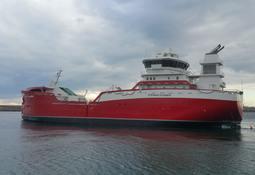 Brønnbåten «Steinar Olaisen» har ankommet Aas Mek