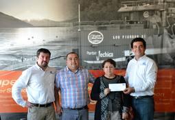 Trabajadores de Los Fiordos apoyan a damnificada en aluvión de Villa Santa Lucía