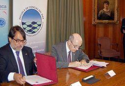 Sernapesca y PUCV firman convenio para promover investigación en acuicultura