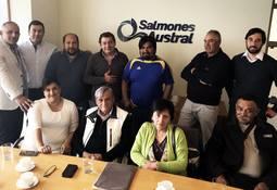 Salmones Austral firma acuerdo de buenas prácticas laborales con sus sindicatos