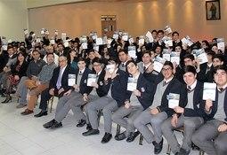 Estudiantes del Instituto Don Bosco conocieron la industria salmonicultora en Magallanes