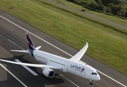 Salmonchile advierte peligros por alianza Latam-American Airlines
