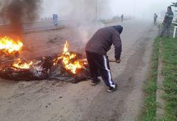 Chiloé: cesantes del salmón bloquearon carretera