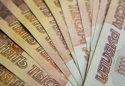 Débil rublo y altos precios afectan a compradores rusos