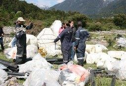 Avanza limpieza de playas en Fiordo Comau