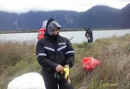 Salmones Magallanes retiró 4 toneladas de basura del borde costero