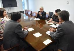 Salmonchile se reúne con Ministro de Economía y subsecretario de pesca y acuicultura