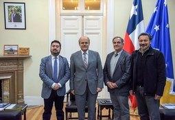 Salmonicultores de Magallanes se reúnen con Intendente Regional