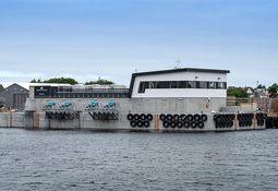 Steinsvik entrega primera barcaza de hormigón