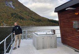 Kvarøy Fiskeoppdrett har oppgradert alle lokaliteter med nye betongflåter