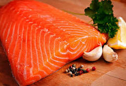 Nueva baja en precio del salmón noruego