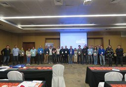 Seminario analizó avances en la fagoterapia contra Piscirickettsia salmonis