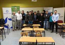 Multiexport Foods apoya a estudiantes de salmonicultura de la UACh