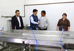 Salmones Blumar dona equipamiento para planta de pescadores