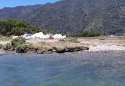 SalmonChile concluye limpieza de playas en sector Fiordo Comau