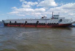 Compran barcaza de alimentación más grande del mundo