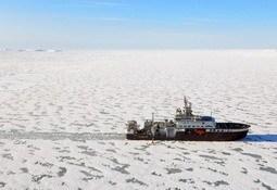 Skulle forske på mildere klima-ble stoppet av is