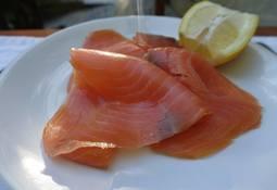 Culpan a salmón ahumado de Tasmania de muertes por Listeria
