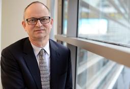 Fundador de Benchmark renuncia al cargo de director ejecutivo