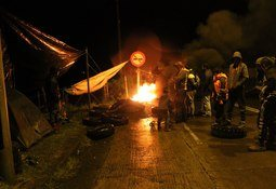 Shutdown continues at Chile process plants as protesters evict workers