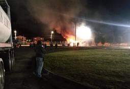 Prenden fuego e intentan saquear planta de AquaChile en Calbuco