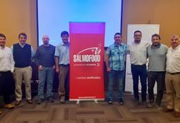 Clientes de Salmofood se reúnen con experto internacional en acuicultura