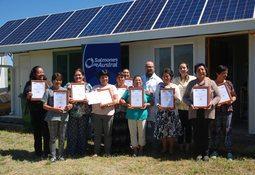 Mujeres de Isla Queullín culminan cursos auspiciados por Salmones Austral