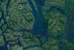 Autoridad Marítima revisa plan de reflotamiento de embarcación acuícola en Aysén