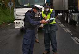 Detallan trámites para transportar trabajadores y camiones del salmón en Chiloé