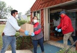 Salmofood entrega alimentos y equipos de desinfección en Chiloé