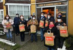 Salmonicultores donan elementos de protección e higiene a vecinos de Quellón