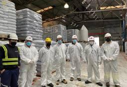 Autoridades verifican cumplimiento de protocolos en instalaciones de Skretting Chile