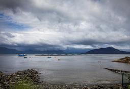 Malas condiciones climáticas afectan a centro de salmón en Chaitén