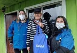 Blumar realiza entrega de kits sanitarios en Puerto Aysén