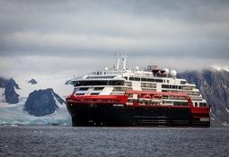 Ber om utvidet etterforskning av Hurtigruten