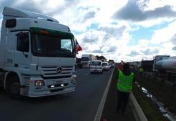 Zonas salmonicultoras se verían afectadas desde mañana por paro de camioneros