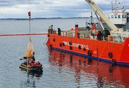 Investigan cuánto alimento para salmón se  derramó en fondo marino de Calbuco