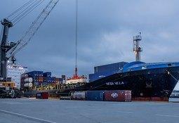 Sender fersk laks med båt frå Vestlandet til London
