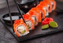 Taiwaneses están cambiando su nombre a salmón por sushi gratis