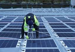 Desarrollan sistema fotovoltaico flotante para sustentabilidad de la salmonicultura