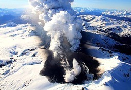 Salmonicultores coordinan planes de contingencia por actividad de volcán Hudson