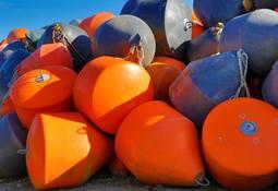 Salmones Camanchaca impulsa plan de reciclaje a partir de sus propias boyas