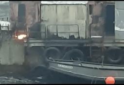 Autoridad Marítima activa dispositivo de emergencia por incendio en centro de salmón
