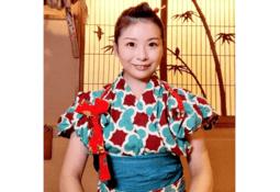 Hun ble Japans første kvinnelige sushikokk - Nå utdanner hun flere