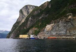 Construirán centro para 100.000 toneladas de salmón en mina en desuso