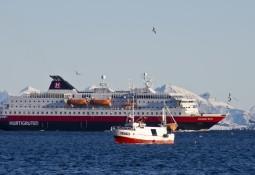 Myklebust skal bygge om tre skip for Hurtigruten til hybriddrift