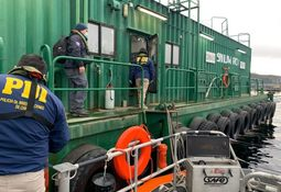 Autoridades realizan fiscalización conjunta a pontones de AquaChile