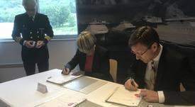 Vard Langsten signerer kontrakt på kystvaktskipene