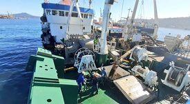 Tres pesqueros de alta mar trasladan 1.300 toneladas de salmones muertos por FAN