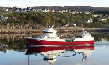 Første NFT båt som går Panamakanalen